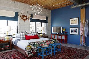 sarah richardson sarah 101 loft schumacher fabric chiang mai red blue